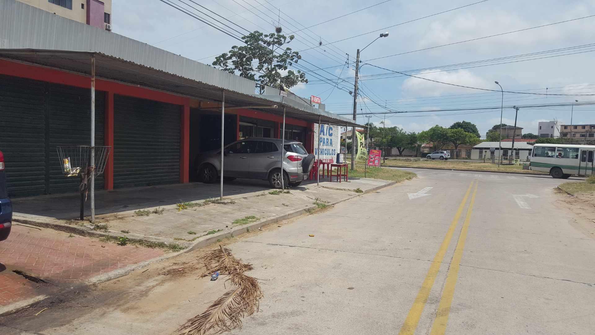 Local comercial en Venta Av. Rolando de Chazal a 10 mts del 4to anillo, amplia avenida pavimentada entre Brasil y Virgen de Cotoca Foto 2