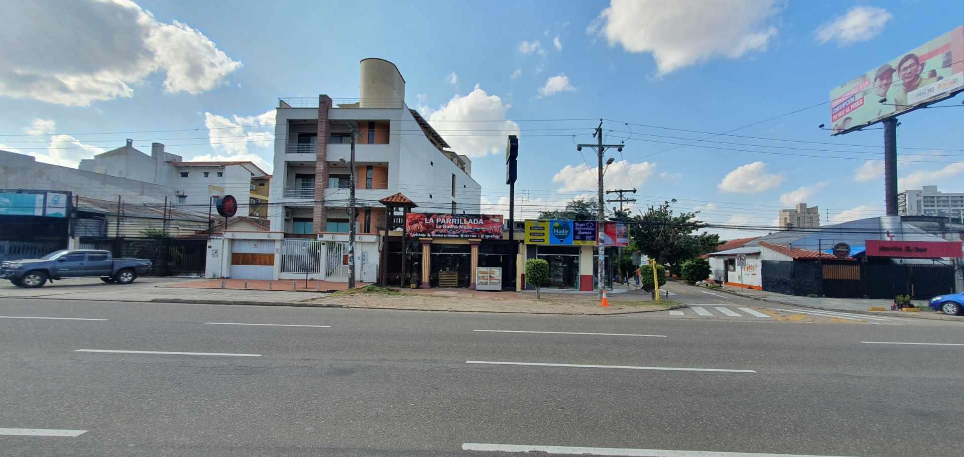 Local comercial en Venta Inmueble comercial Sobre el 2do anillo Entre Av. Alemana y Beni Foto 10