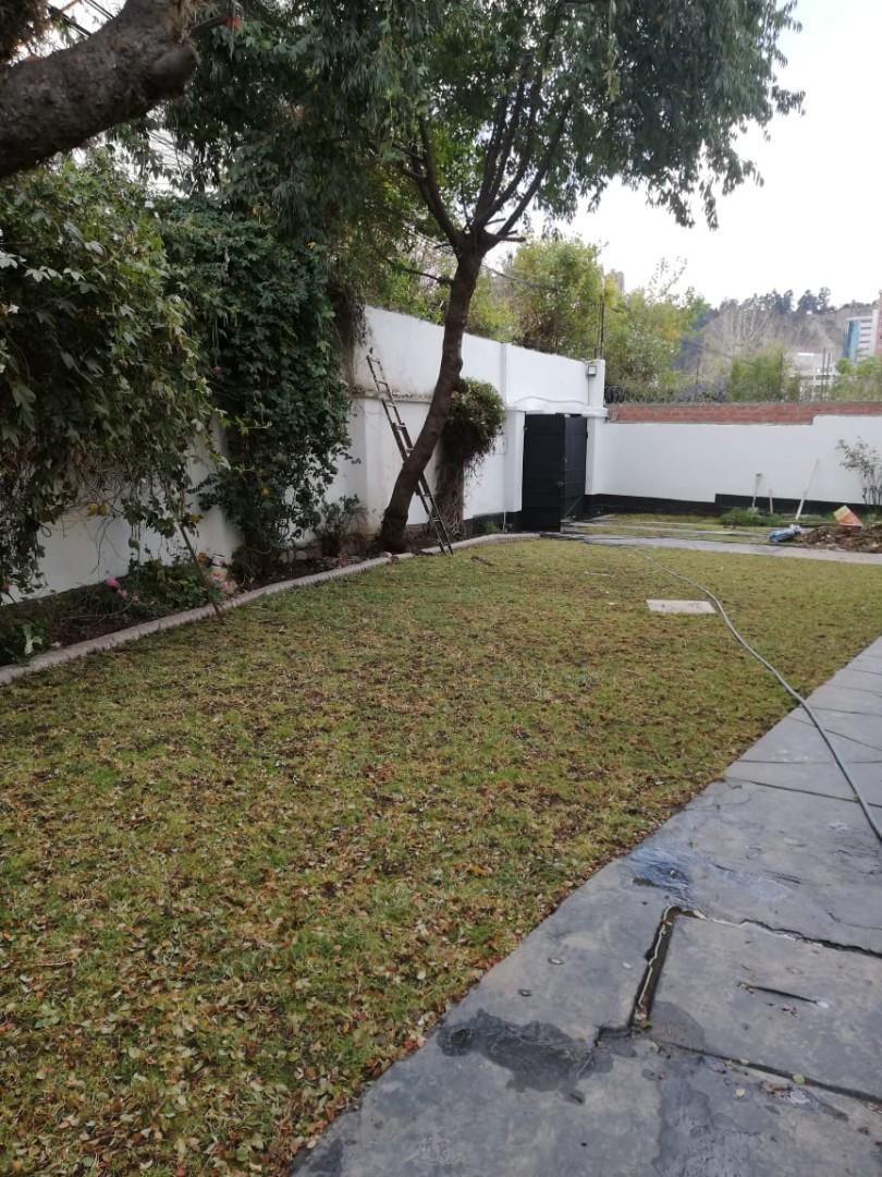 Casa en Alquiler Calacoto calle 14 Foto 4