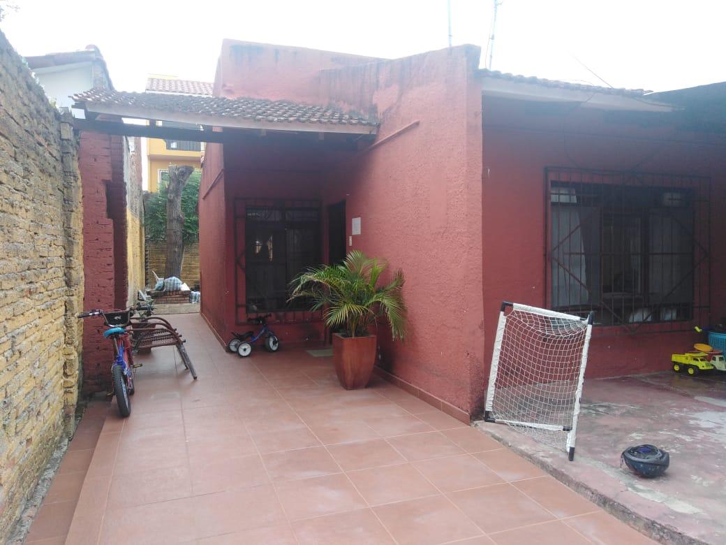 Casa en Venta AV. BANZER ENTRE 3er. y 4to. ANILLO Y RADIAL 27 Foto 4