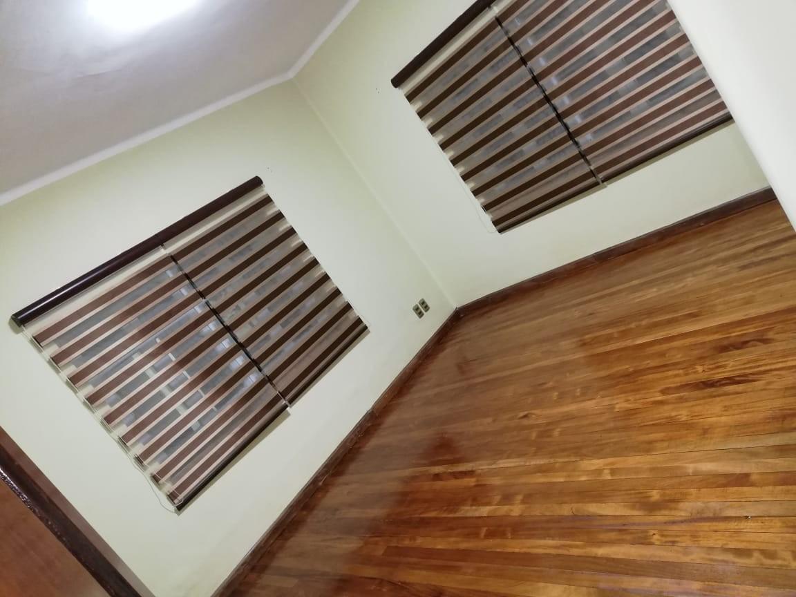 Casa en Alquiler Calacoto calle 14 Foto 2
