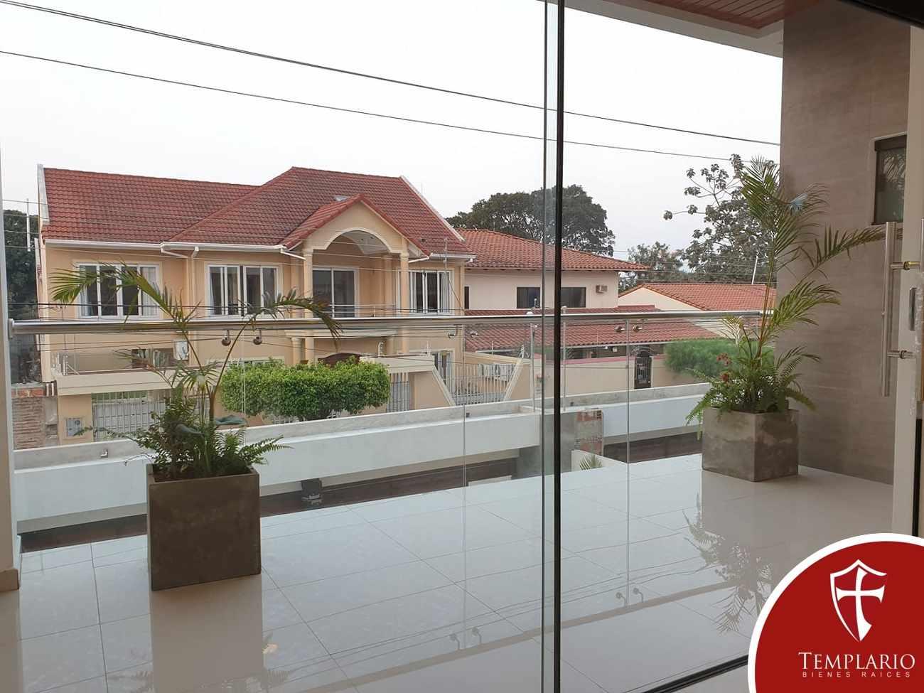 Casa en Venta Av. Santos Dumont 3er y 4to Anillo - Vecindario Residencial Foto 12