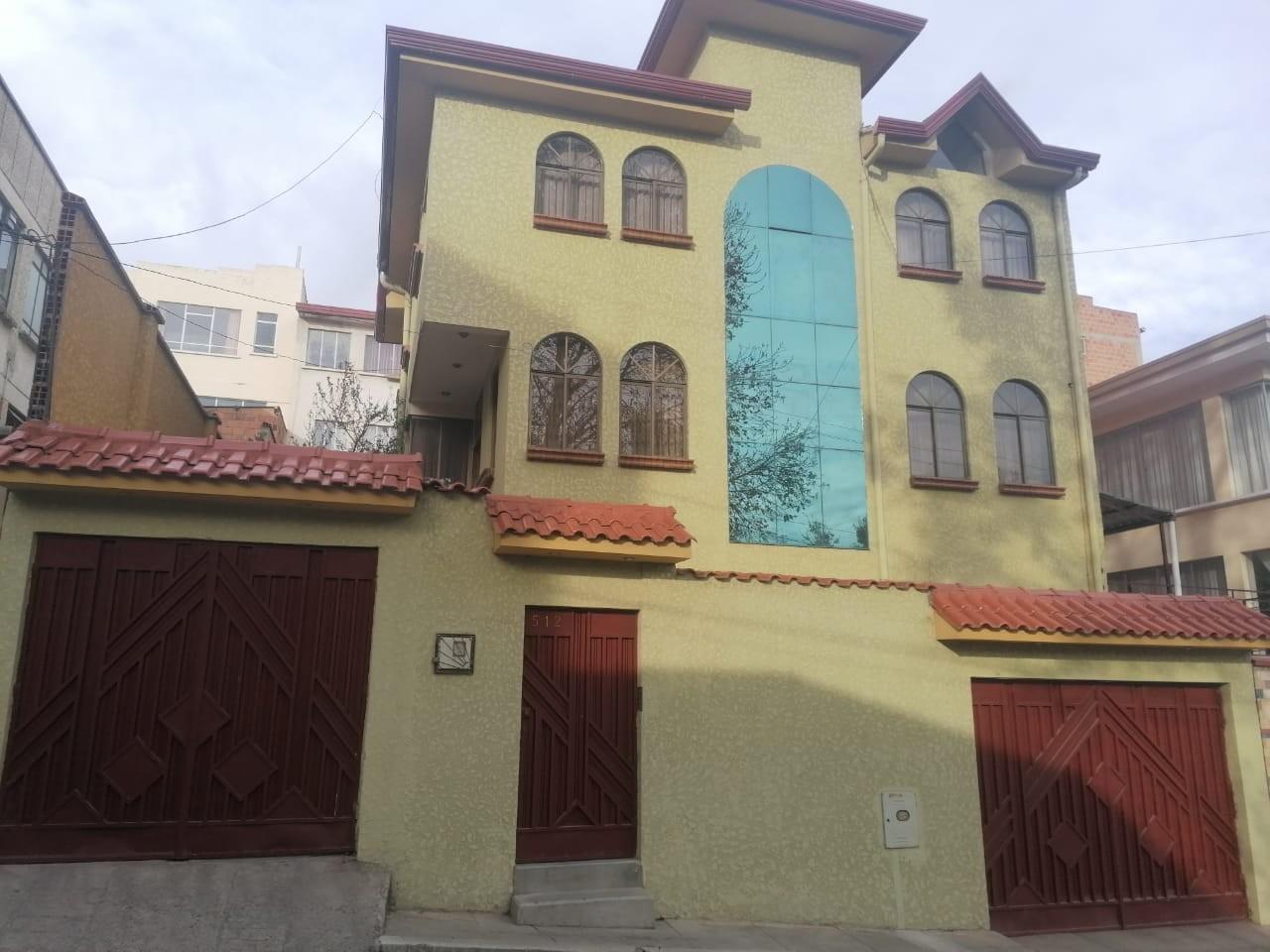 Casa en Venta BONITA CASA EN VENTA EN ALTO OBRAJES EN PLENA PLAZA AMISTAD Foto 1