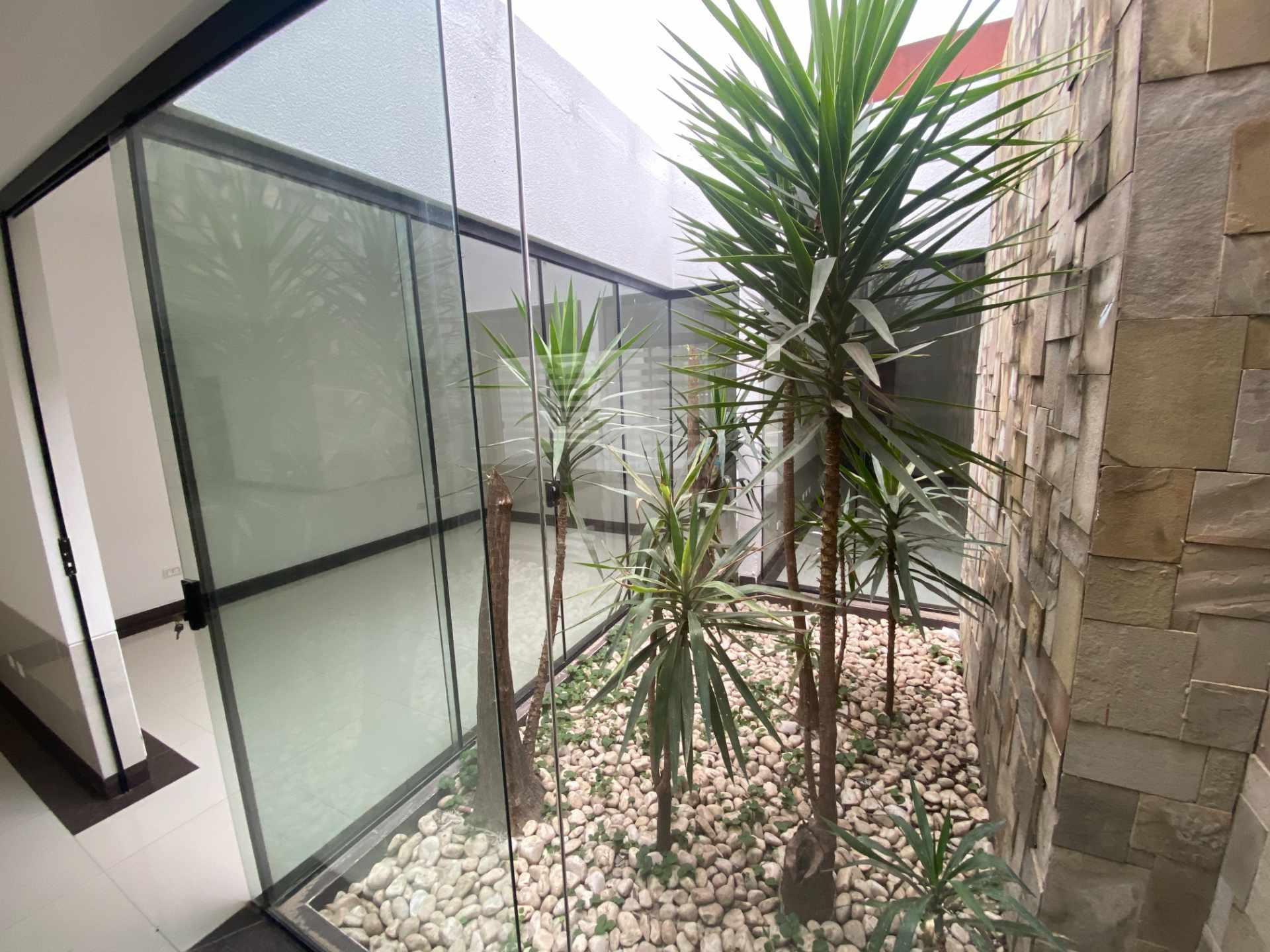 Casa en Venta Condominio Mónaco, entre 7mo y 8vo anillo de la zona norte sobre Canal Pedro Velez.  Foto 4