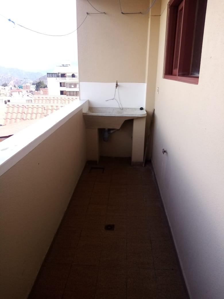 Departamento en Alquiler Zona Sopocachi, calle Abdón Saavedra y  Chaco Foto 10