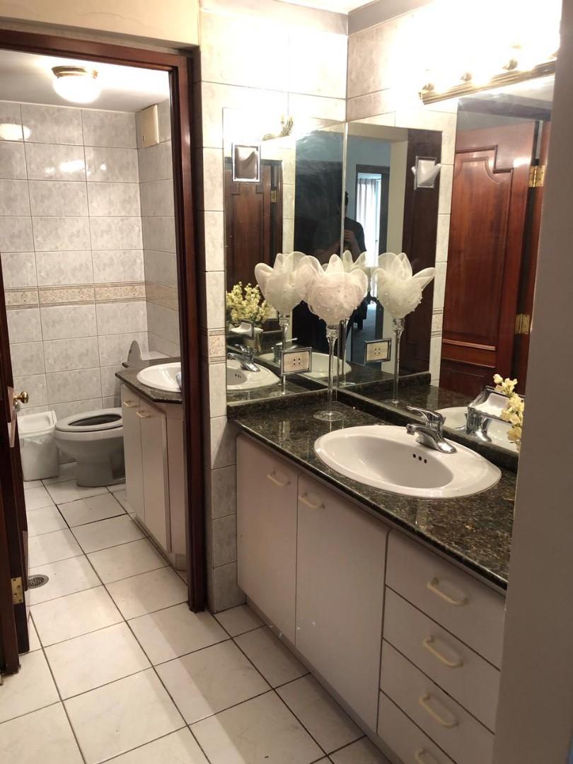 Habitación en Alquiler Amplia y Cómoda habitación en Sopocachi. Av. 20 de Octubre, esq. Campos. Edificio Csapeck  Foto 4